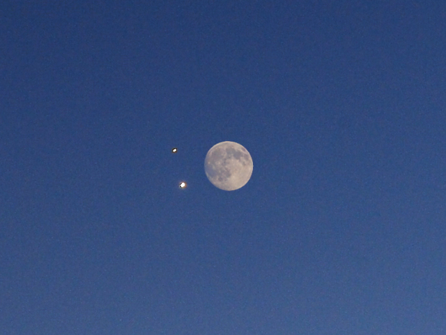 Conjunction of Venus and Jupiter compared to the full Moon, 2015-06-30
