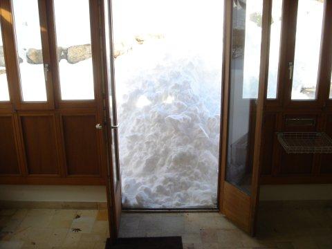 Snow in Fourmilab driveway 2006-03-05